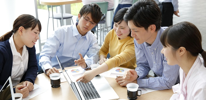 経営学部では何を学ぶ?学生に人気の就職先とは