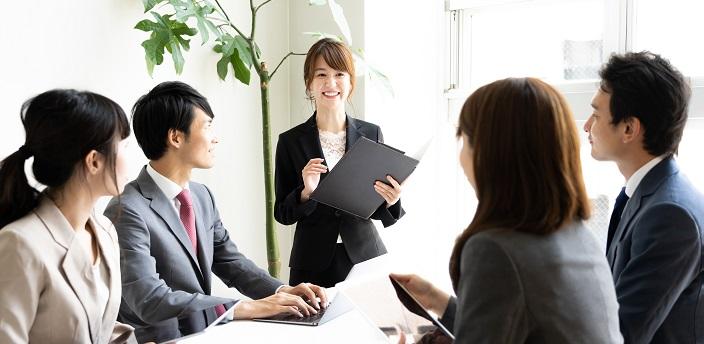 グループディスカッションの4つの評価基準とは?重要なのは絶対評価