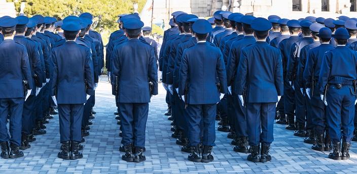 警察官の年収はいくら?年代別・男女別に平均値を解説