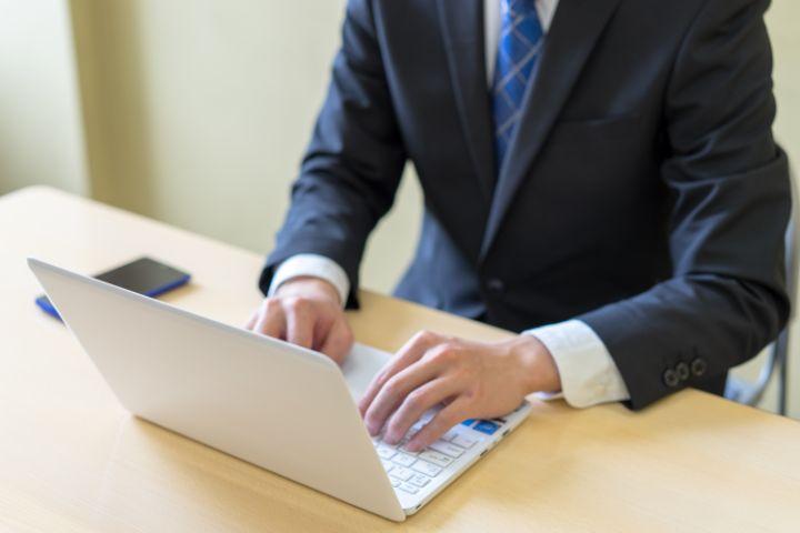 内定保留のメール・電話連絡はどうする?例文と伝え方のコツ