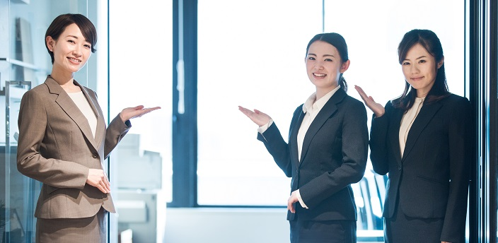 企業訪問の流れやマナーは?質問例、持ち物もご紹介