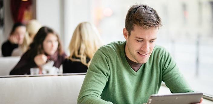 就職留年という選択肢…就活にはどう響く?