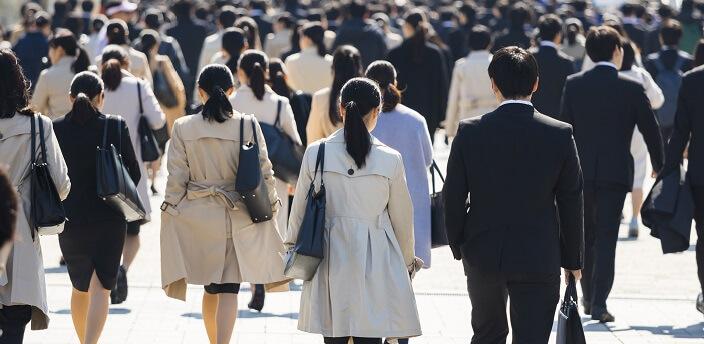 就活のコートにおすすめの色や形を男女別に紹介!着脱時のマナーも解説