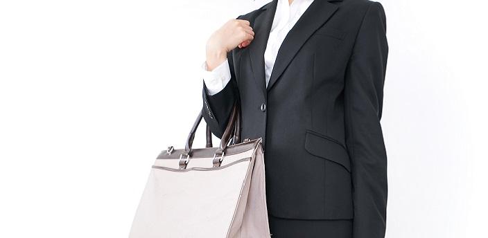 就活バッグ選びで注意したいポイントは?色・サイズ・おすすめ機能など解説