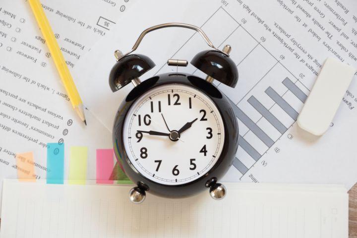 公務員試験に受かるには、どのくらいの勉強時間が必要?
