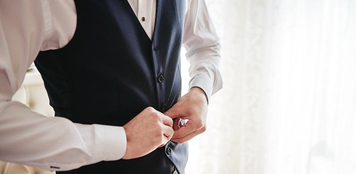 就活でベストを着るのはNG?スーツの種類と好印象を与える服装を解説